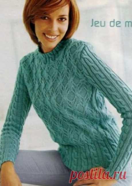 2 пуловера красивыми узорами спицами   Пуловер спицамиПуловер с изысканными переплетениями узоров связан спицами. Пуловер спицами 2019 года связан из пряжи нежного цвета молодой мяты. Широкая резинка пуловера состоит из параллельных ряд…