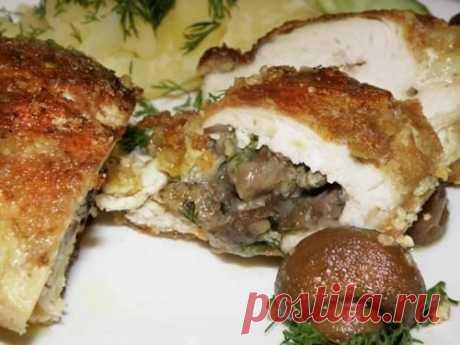 Куриное филе, фаршированное грибами Куриное филе, фаршированное грибами Рецепт на 6 порций Итого на 100 грамм 104 ккал Б/Ж/У 17.7 / 2.8 / 0.7 6 кусочков филе, 150 г шампиньонов, мелко нарезанных 1 зубчик чеснока 1 / 4 чашки свежего...