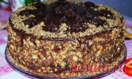Шоколадный королевский торт без муки. Просто прелесть У замечательного торта очень нежный вкус: похож на батончик «Сникерс».