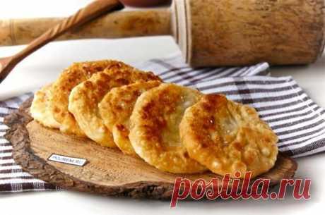 Лепешки с луком – сытное и вкусное блюдо, за уши не оттянешь!