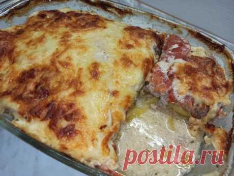 Вкусный обед или ужин! Картофельная запеканка с фаршем Всем привет! Предлагаю приготовить вкусный обед или ужин - картофельную запеканку с фаршем. Получается румяное, аппетитное, сочное и очень вкусное блюдо-картофель с фаршем в духовке.Ингредиенты : На форму 20 см х 27 см 1.Картофель - 700 г 2. Лук - 1 шт 3.Помидоры - 250г4.Сметана - 200г...
