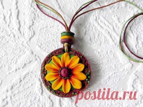 Подарок своими руками из полимерной глины: Кулон «Рудбекия»