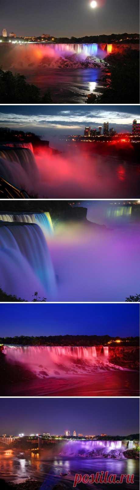 Ниагарский водопад в ярких красках ночной подсветки. Ниагарский Водопад — общее название трех водопадов на реке Ниагара, отделяющей американский штат Нью-Йорк от канадской провинции Онтарио