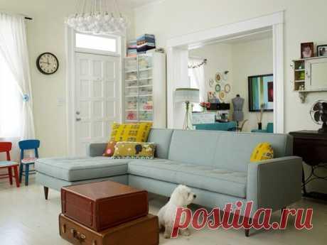 Прозрачная мебель и простой узор: как визуально увеличить комнату
