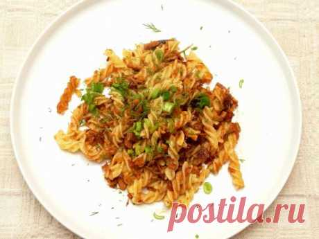 Макароны с тушенкой. Быстрый рецепт сытных макарон с ароматной свиной тушенкой, репчатым луком и кетчупом.