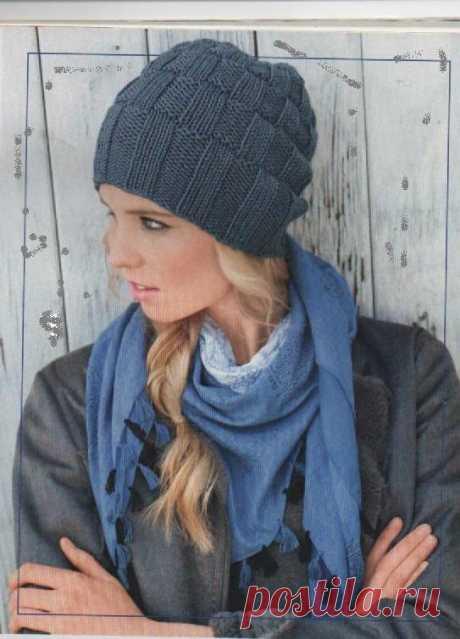 Шапка синего цвета | Шапка синего цвета. Смотрите описание вязания шапки. Для начинающих вязальщиц простая схема и подробное описание. Лицевые и изнаночные петли в узоре шапки.
