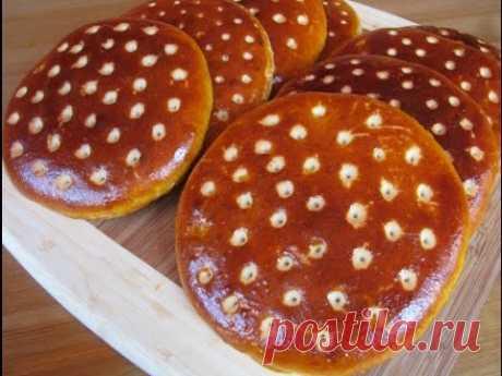 Smetanny flat cakes