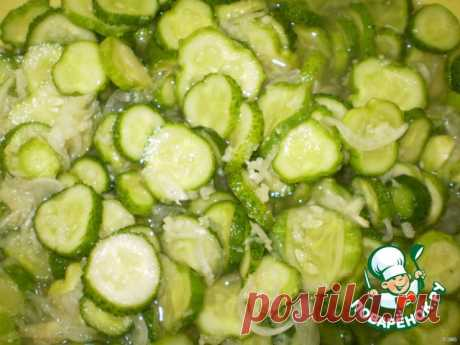 La ensalada crudo de los pepinos para el invierno - la receta de cocina