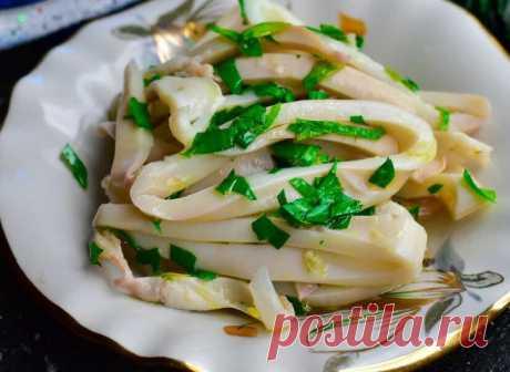 Как варить кальмара для салата, чтобы он остался нежным и сочным | Рекомендательная система Пульс Mail.ru