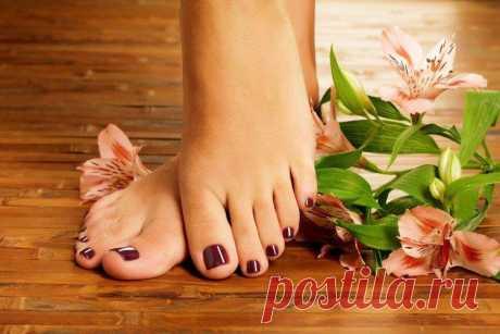 Педикюр 2021 (50 фото) - модные и красивые идеи. Аккуратный педикюр – это, в первую очередь, про здоровье твоих ног и ногтей. Но и про эстетику забывать вовсе не обязательно. Тем более, мы уже собрали подборку модных и красивых идей педикюра в 2021 году!