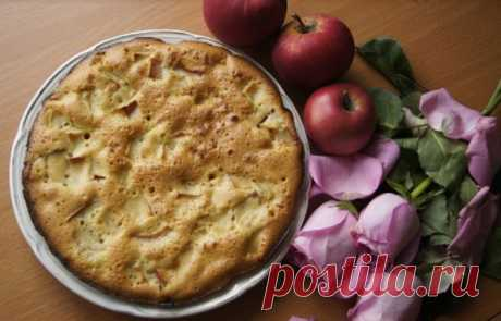Хоть с яблоками, хоть с бананами. На сковороде – мягкий, воздушный пирог – тесто с одним яйцом - Жизнь планеты
