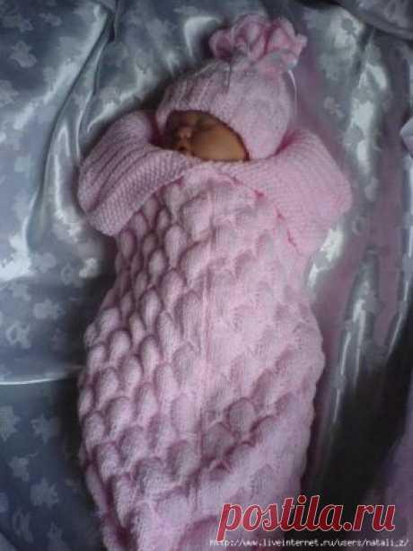 Новорожденной - шапочка и очаровательный конверт