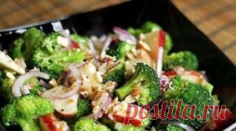 Новый и очень вкусный салат из капусты брокколи, рецепт которого я увидела в передаче «Званый ужин». Приготовила дома на праздник такой салатик, разошелся на ура. Такой яркий, красочный,...