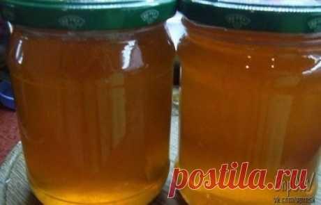 """Из яблок можно приготовить отличную заготовку на зиму - яблочный """"мед"""". Натуральный пектин, содержащийся в яблочной кожуре придаст со временем сиропу структуру желе Ингредиенты: · Яблоки - 2.5 кг · Сахар - 1 кг · вода"""