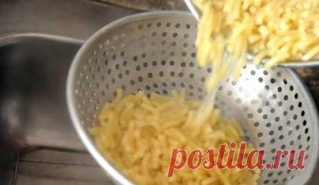 Повар назвал 5 причин, почему выливать воду из-под макарон в раковину — непростительное расточительство . Милая Я