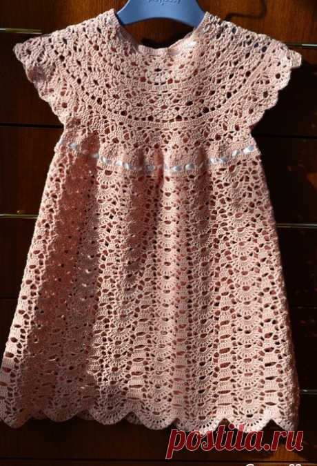 See what a beautiful crochet dress model. With patterns explaining this follow in yarn crochet. | Crochet Patterns
