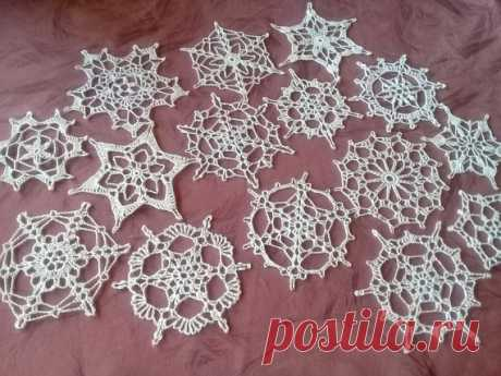 Crochet snowflakes set of 15 snowflakes handmade snowflakes Christmas decorations winter decor SET OF 15 DIFFERENT WHITE CHRISTMAS SNOWS ON YELLOW OR HOW THE DECOR WALLS dimensions; From 8 cm to 12 cm.  a set of snowflakes crocheted. cotton material Snowflakes are a wonderful decoration for your house in Christmas. You can use them as a gift or greeting card, hang them on a Christmas