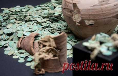 Крупнейший клад монет средневековья подняли в ФРГ