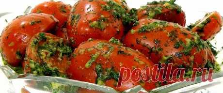 Закуска из помидор черри с чесноком и зеленью • Рецепт Простая и быстрая домашняя закуска из помидор черри с чесноком и зеленью в банке. К тому же это вкусная холодная закуска из красных помидор на скорую