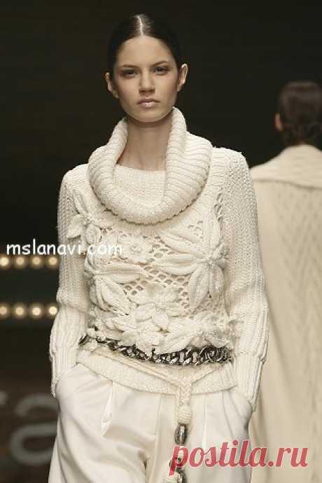 Вязаный пуловер от Laura Biagiotti.