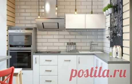36 простых идей для оформления маленькой кухни Контрастный фартук, пестрый пол, темный гарнитур, глянцевые поверхности, индустриальные мотивы и другие актуальные приемы обустройства кухонной зоны в малогабаритках