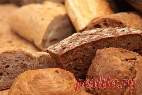 Мощные заговоры на хлеб для привлечения достатка и любви в дом.  У славян издревле сложилось особенное отношение к хлебу. Не удивительно, что его используют даже сегодня для мощных и действующих заговоров на любовь и богатство, которыми можете воспользоваться и вы…