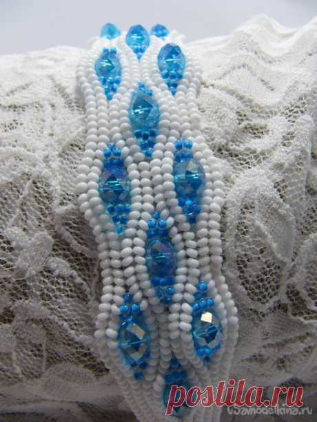 "Bracelet from beads and beads ""Ice waves\"""