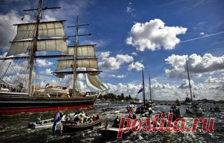 Раз в 5 лет в Амстердаме проходит парад кораблей SAIL Amsterdam.