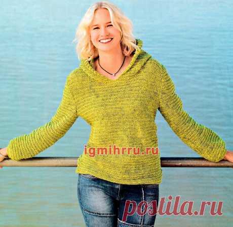 В спортивном стиле. Пуловер горчичного цвета с капюшоном. Вязание крючком со схемами и описанием