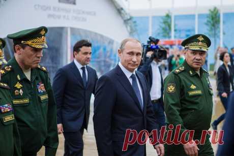 Россия не будет сокращать военные расходы Правительство не планирует сокращать оборонные расходы. Об этом заявил президент России Владимир Путин.