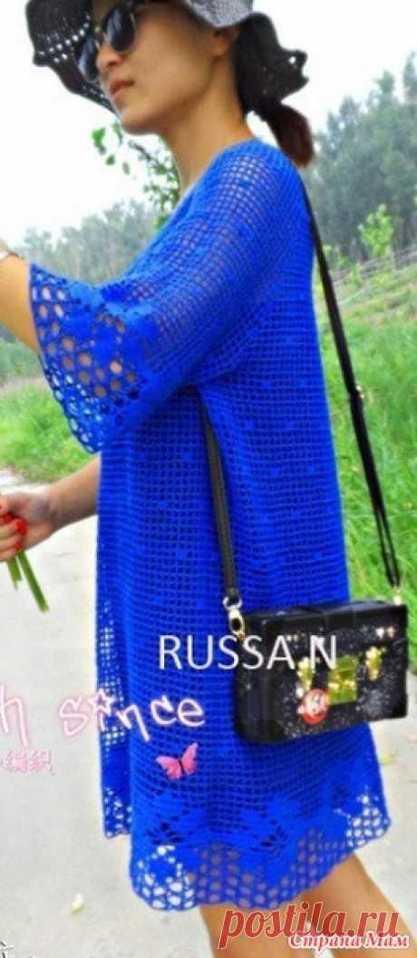Синее платье крючком. Цвет настроения - синий, как поет популярный певец российской эстрады Филипп Бедросович Киркоров.