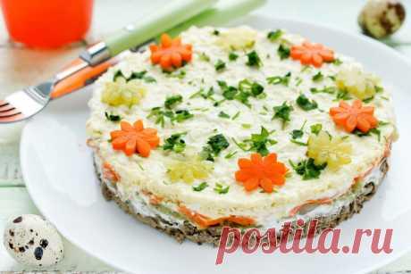 Слоёный салат с куриной печенью и соленым огурцом рецепт с фото пошагово