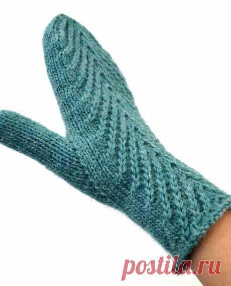 Анатомический палец для варежек.  Вязала из Drops Lima спицами номер 3 Набирала те же 48 петель (вязала с узором) На палец взяла 16 петель (10 прибавок - 12 снять на палец - донабрать 2 на ладонь - донабрать 4 на палец)  Провязав до запястья, начать делать прибавки на палец (правая): Провязать тыльную сторону - провязать 3 лиц - сделать прибавку любым способом с наклоном влево - довязать до конца ряда - провязать ряд по рисунку без прибавки Повторить ещё 9 раз (всего 10 пр...