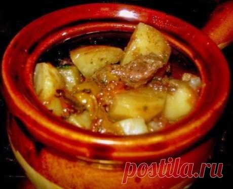 Готовим в горшочках: мясо с картофелем и овощами  Ингредиенты:  лук перец болгарский помидоры чеснок картофель мясо жир  Приготовление:  1. Готовим поджарку из лука, болгарского перца, помидоров и чеснока. Добавив немного горячей воды, тушим еще минут 15. Не забываем все заправить специями (по вкусу). Нарезаем некрупными кусочками картофель и мясо, укладываем в горшочки и заливаем нашей подливой. Если мясо слишком постное, на дно горшочков можно положить какой-нибудь жир,...