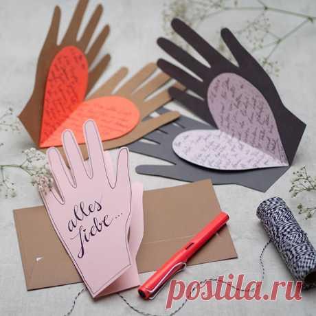Открытка на День Святого Валентина своими руками с рукой и сердцем