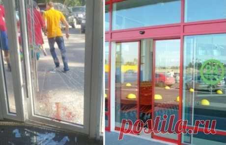 Что делать, если разбил стеклянную дверь в супермаркете, а сотрудники требуют за нее заплатить . Милая Я