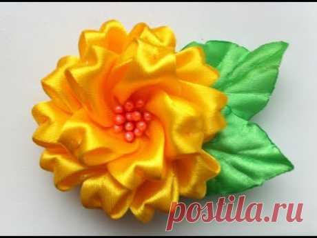 Украшение на заколку Канзаши/Пушистый желтый цветочек.