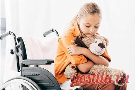 «Без мамы плохо», — грустят малыши, когда остаются одни. «Сердце разрывается», — говорят родители. Детям-инвалидам старше 4 лет можно будет лечиться в стационаре в сопровождении родителей. Как было принято это решение, расскажем в этой статье.