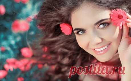Женщина должна быть яркой, как солнце... Нежной, как цветок... Непредсказуемой, как погода... И Счастливой... просто Счастливой...
