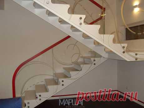 Изготовление лестниц, ограждений, перил Маршаг – Монтаж лестницы на параллельных тетивах со стеклом