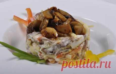 Салат сжареными шампиньонами— просто, быстро исовкусом Пошаговые рецепты приготовления салатов с жареными шампиньонами в домашних условиях. А так же информация, как жарить грибы для салатов