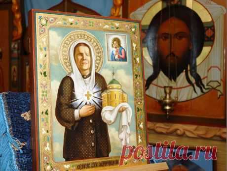 As it is correct to pray to an icon of the Lord and Matrona of Moscow at home.
