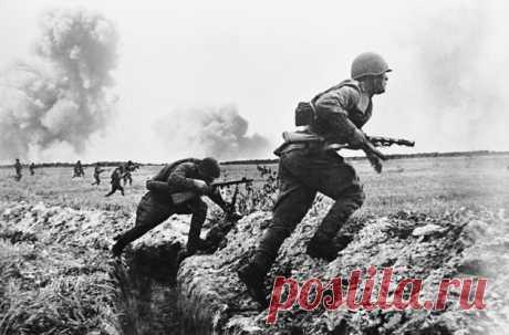 Что нужно делать, чтобы выжить на войне: советы ветеранов Свистят пули, разрываются снаряды, падают бомбы, вражеские солдаты отчаянно сопротивляются — в такой ситуации бойцу необходимо выжить. Армия СССР периодически вела военные действия в разных странах, условия везде отличались, но есть несколько общих правил, соблюдение которых увеличивает шансы человека вернуться домой невредимым. Опытные солдаты их прекрасно знают.