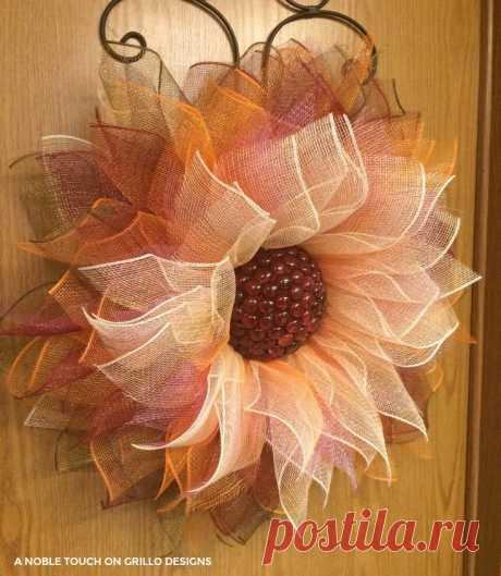 Comment faire une couronne de fleurs en maille déco • Grillo Designs