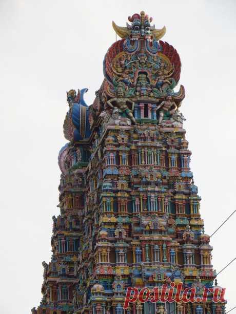 Храм Минакши: один из центров паломничества в Индии В городе Мадураи, расположенном на юге индийского штата Тамилнад, находится почитаемый индуистами храмовый ансамбль, посвящённый богине Минакши. История этого святилища насчитывает более 2000 лет, воз...