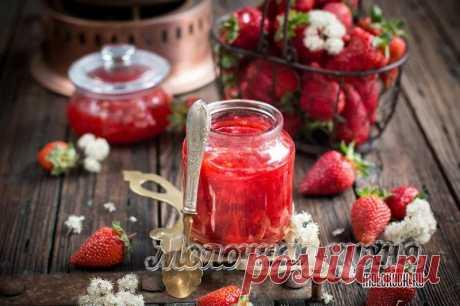 Густое варенье из клубники на зиму с целыми ягодами - 8 рецептов с фото и видео Клубничного варенья много не бывает! Заготовьте на зиму пару баночек густого ягодного лакомства из целой клубники. Только проверенные рецепты с фотографиями.