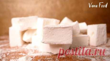 Маршмеллоу Маршмеллоу - мягкая и пружинистая сладость к чаю, похожая на суфле или пастилу. Пружинистые зефирки можно есть, и как отдельный десерт, и добавлять в какао или мороженое. Домашний маршмеллоу - это не ...