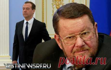 ЕВГЕНИЙ САТАНОВСКИЙ: СКАЗ ПРО ЗНАТНОГО ОРДЕНОНОСЦА АРМАГЕДДОНЫЧ Исполнилось пятьдесят пять лет Дмитрию Анатольевичу Медведеву, третьему нашему президенту и на протяжении восьми лет премьер-министру. Он ещё много кем был. Всего не упомнить. И наград…