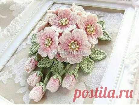 Las flores hermosas por el gancho
