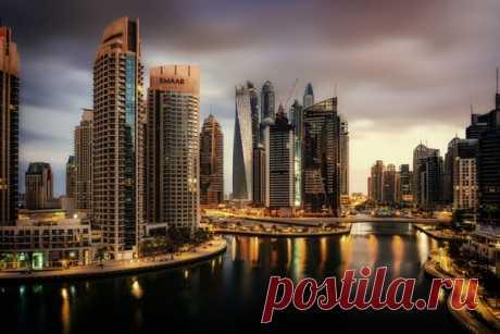 Редкий случай: облака в Дубае. Момент поймал Evgeni Fabisuk: nat-geo.ru/community/user/192795/
